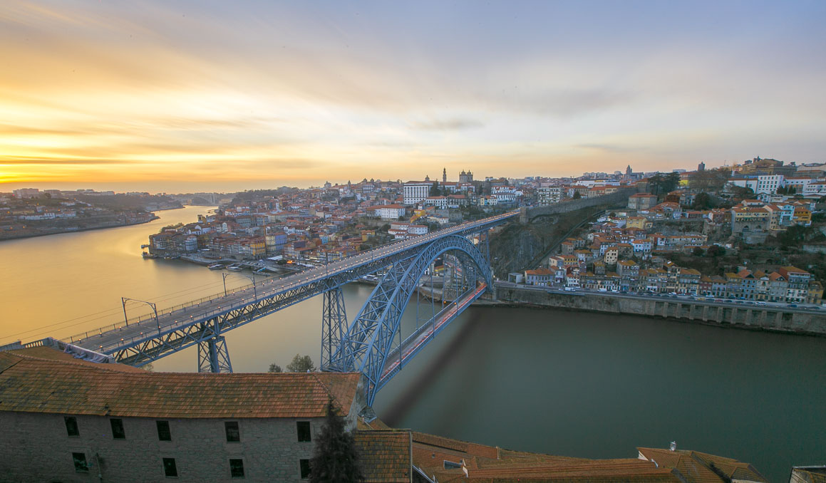 holding-porto-portugal-travel-guide